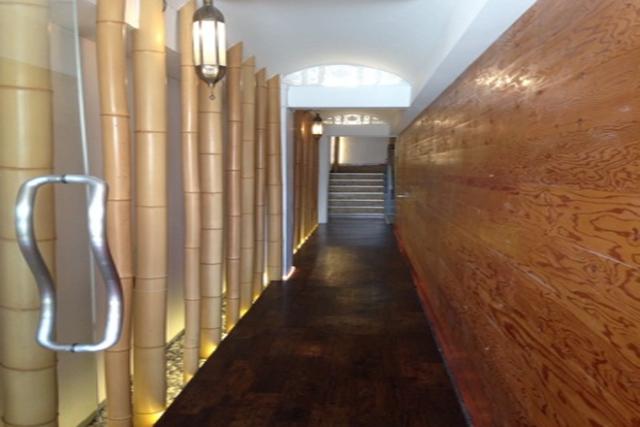 1階は「 スマートカラーキレイ 豊中店(スマートカラーKirei)」です。左手の入り口よりお入り下さい